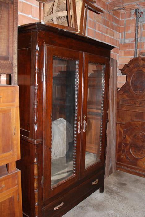 Mobili antichi da restaurare: credenze, armadi, letti, caminetti di ...