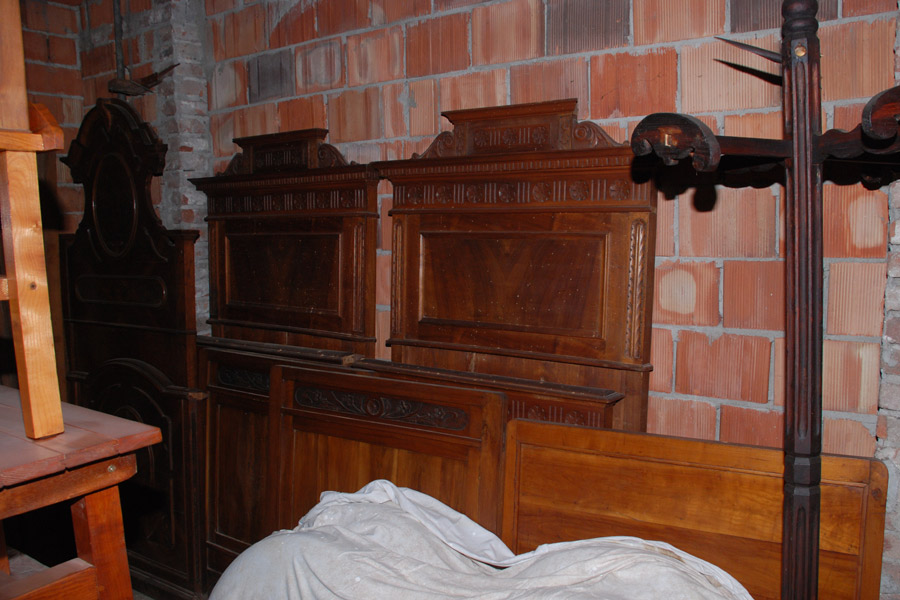 Credenza Legno Da Restaurare : Mobili antichi da restaurare credenze armadi letti caminetti