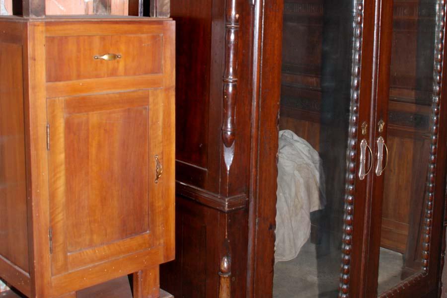 Credenza Antica Da Restaurare : Mobili antichi da restaurare: credenze armadi letti caminetti di
